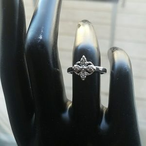 Like New sterling silver diamond chips ring